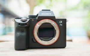 Sony vượt mặt Nikon và chiếm lấy vị trí thứ 2 thế giới về doanh số bán máy ảnh có thể thay đổi ống kính
